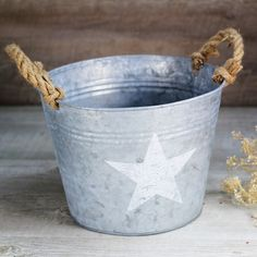 Barreños zinc con dibujo de estrella para decoración en espacios exteriores desde 12,95€ en UBOhop http://www.unabodaoriginal.es/es/barre-o-de-zinc.html