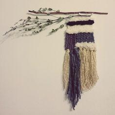 DIY/ハンドメイド/タペストリー/ダンボール織り機/枝/ユーカリ…などのインテリア実例 - 2016-04-07 21:13:23   RoomClip(ルームクリップ) Yarn Crafts, Diy And Crafts, Weaving Designs, Craft Corner, Woven Wall Hanging, Handicraft, Lana, Dream Catcher, Art Projects
