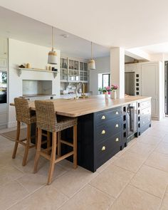 Large Kitchen Island, Kitchen Islands, Shaker Kitchen, Perfect Place, Free Design, Kitchen Appliances, Studio, Home Decor, Instagram