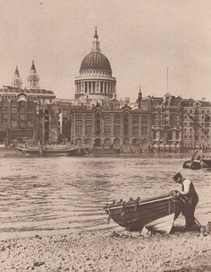 St Pauls 1926 / LONDON - I realize this is past the Victorian era,but this picture is so iconic, and 40 years earlier this scene would have looked very much the same.