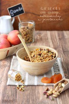 La tana del coniglio: Granola con quinoa, albicocche e pistacchi