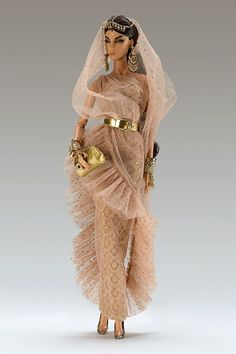 Check out the latest addition to the Fashion Royalty collection in The High-end Fashion Doll line that every collector is talking about. Barbie Gowns, Barbie Dress, Barbie Clothes, Barbie Doll, Fashion Royalty Dolls, Fashion Dolls, Barbie Fashionista Dolls, High End Fashion, Princesas Disney
