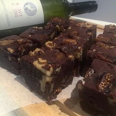 Best use of some leftover wine from the weekend 🍫🍷 red wine fig walnut brownies #isitfridayyet #notsurewhywehadanyleftovers #ashurstbakery #bravegoose #danlepard #redwinebrownies #baking #jacqccbakes