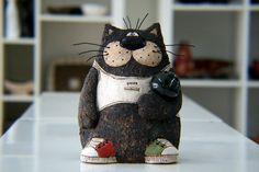 Keramik Katze, Hand bemalt Katze, Katze Skulptur, Cat Figurine, Bowling Katze, Art Dekor, Tier Skulptur, Keramik Katze, lustig Katze, Clay-Kater