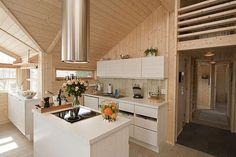 Ålhytte - kjøkken Cottage Floor Plans, Strawberry Patch, Log Houses, Wood Interiors, Cabin Homes, Cabin Fever, Modern Architecture, Kitchen Design, Sweet Home