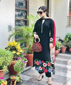Stylish Dresses For Girls, Stylish Dress Designs, Dress Neck Designs, Blouse Designs, Punjabi Suits Designer Boutique, Boutique Suits, Indian Designer Suits, Embroidery Designs, Embroidery Suits Design