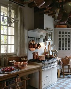 Cute French Country Kitchen Decor Ideas That You Need To Copy - Page 11 of 51 - Making Your Dream Home a Reality French Country Rug, French Country Kitchens, French Country Decorating, Country Style, Vintage Country, French Farmhouse, Italian Country Decor, Modern Farmhouse, French Country Interiors