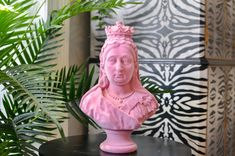 Quirky Decor, Unique Home Decor, Queen Victoria, Flocking, Create Your Own, Upcycle, Sculpture, Retro, Disney Princess