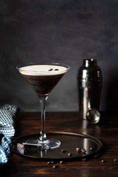 3 Espresso Martini Recipes Espresso Martini, Espresso Coffee, Smoothie, Cocktails, Fizz Drinks, Martini Recipes, Cocktail Recipes, Drink Recipes, Chocolate Powder