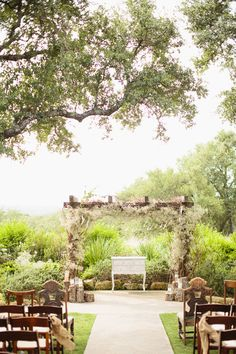 Rustic outdoor Texas wedding | photo by Sarah & Hunter