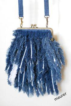 I like the technique used Handmade Handbags, Leather Bags Handmade, Handmade Bags, Denim Bags From Jeans, Denim Purse, Recycled Fashion, Recycled Denim, Denim Art, Mode Jeans