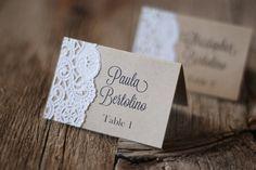 La main rustique Tented Table Place carte définissant - Custom - Escort Card - Shabby Chic - toile de jute Vintage & dentelle - étiquette-cadeau ou étiquette - Merci sur Etsy, 0,75 €