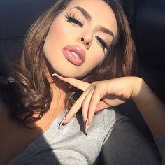 That sunshine feel ☀️  Lashes @fairylashesofficial ❤#goodmorning#friyay#lashes#lips#chillin