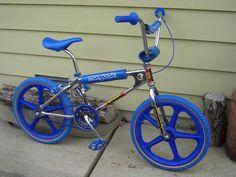 🤗 I wanted this 🚲 so bad as a kid that, I cried when I finally got it for Christmas. Bmx Bandits, Bmx Cycles, Vintage Bmx Bikes, Gt Bmx, Bmx Cruiser, Bmx Girl, Bmx Racing, Push Bikes, Bmx Freestyle