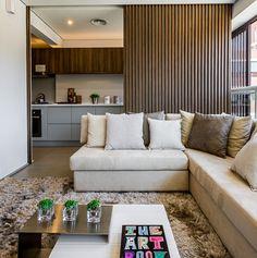 Decoração de Apartamento: 60 Ideias com Fotos e Projetos Sofa, Couch, Partition Door, Outdoor Furniture, Outdoor Decor, Ark, Living Spaces, Home Decor, Designs