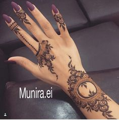Though traditional mehndi designs will never go out of trend, experimenting with designs is a great fun. So, try something sassy and modish! Henna Hand Designs, Mehandi Designs, Mehndi Designs Finger, Arabic Henna Designs, Modern Mehndi Designs, Mehndi Design Pictures, Mehndi Designs For Fingers, Beautiful Henna Designs, Latest Mehndi Designs