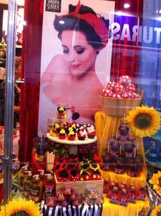 Vitrine do Ateliê Peter Paiva Miraculous Ladybug Party, Painting, Homemade Dish Soap, Display Cases, Atelier, Painting Art, Paintings, Painted Canvas, Drawings
