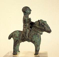 - Jinete de bronze votivo . Cultura Ibera . Siglos lll-l a.C. Empúries , L'Escala , Alt Empordá , Cataluña ./tcc/