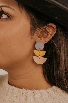 Diy Clay Earrings, How To Make Earrings, Beaded Earrings, Earrings Handmade, Simple Earrings, Leather Earrings, Leather Jewelry, Women's Jewelry, Beaded Jewelry