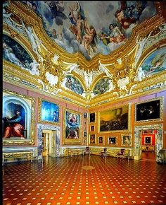 This ornate palace houses the lion's share of the Medici family treasures.