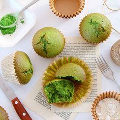 ゴールデンウィークですね今日は抹茶マフィンを焼きました鮮やかなグリーンがなんとも爽やかでこの季節にぴったり . 軽めの配合なのでさっぱりふわふわで美味しいです気軽に作れて美味しいなんて最高だなぁ焼き菓子ばんざい . こちらは来月の入門クラスのメニューのひとつです もう一品のマフィンは何にしようかな明日また試作しようっと