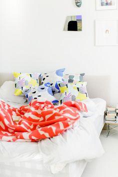 Siksakki Blanket from Artsy Modern via The Third Row Scandinavian Interior Bedroom, Pink Cushion Covers, Textiles, Baby Boy Blankets, Home Bedroom, Bedrooms, Alvar Aalto, Inspired Homes, Interior Inspiration