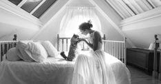 猫と花嫁から目が離せない。ウェディング写真がにゃんとも美しい