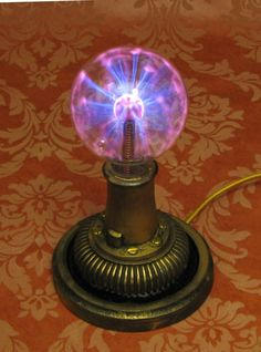 Nikola Tesla Plasma Desk Lamp Vintage Antique by VictorianMachines Steampunk Bedroom, Steampunk House, Steampunk Lamp, Steampunk Wedding, Nikola Tesla, Steampunk Festival, Steampunk Gadgets, Neo Victorian, Vintage Antiques