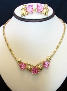 FLIRTY PINK TULIP LUCITE CAB SIGNED TRIFARI TM NECKLACE EARRINGS SET