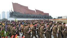 절세위인들의 동상과 태양상에 인민군장병들, 각계층 근로자들, 청소년학생들 꽃바구니 진정