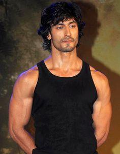 Vidyut Jamwal, Indian film actor, model & martial artist, b. Men Healt, Indian Man, Martial Artist, Hey Girl, Actor Model, Celebs, Celebrities, Photo Sessions, Pretty Dresses