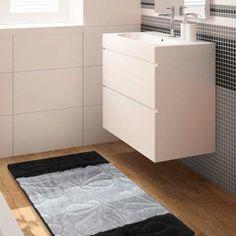 Komplet dywaników łazienkowych z kolekcji Monti to doskonała propozycja do łazienek urządzonych zarówno w stylu klasycznym jak i nowoczesnym. Dywaniki utrzymane są w odcieniach czerni i szarości, z motywem muszelek. Produkt ten jest antybakteryjny oraz w pełni bezpieczny, dzięki antypoślizgowemu podbiciu. Jego kolejną zaletą jest możliwość prania w pralce w 30 stopniach. #dywan #dywany #dywanikiłazienkowe #dywanydołazienki #dołazienki #dywanikidołazienki #czarny #kompletłazienkowy… Home Carpet, Filing Cabinet, Rugs, Storage, Furniture, Home Decor, Products, Farmhouse Rugs, Purse Storage