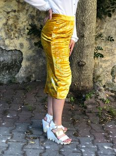 velvet skirt, Skirt outfits, mini skirts, midi skirts, tennis skirts, outfits summer, long skirts, denim skirts, satin skirts, silk skirts, velvet skirts, skirt aesthetic, black skirts, colorful skirts, skirt diy, skirt outfits summer, skirt outfits winter Linen Skirt, Satin Skirt, Silk Skirt, Boho Outfits, Skirt Outfits, Casual Outfits, Fashion Outfits, Winter Skirt Outfit, Winter Outfits