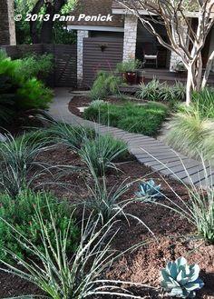 Water-saving, no-lawn garden of Cyndi Kohfield   Digging