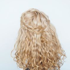 Super simple but super fast check out my latest video tutorial for this style and a variation if you can't braid #curlyhairromance #hairromance
