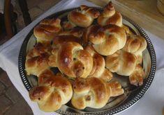 A pipics egy hagyományos, matyó húsvéti kalács. Itt egy eredeti recept Mezőkövesdről, képpel és pontos hozzávaló mennyiségekkel! Pie, Bread, Desserts, Food, Torte, Tailgate Desserts, Cake, Deserts, Fruit Cakes