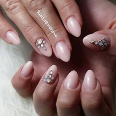 make up gel mandel nails with rhinestones and gold decorations