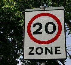 The speed limit here is twenty kilometers an hour.     ここの制限速度は時速20キロだ。