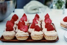 Find images and videos about food, delicious and strawberry on We Heart It - the app to get lost in what you love. Strawberry Cupcakes, Mini Cupcakes, Strawberry Cheesecake, Strawberry Shortcake, Bite Size Desserts, Easy Baking Recipes, Desert Recipes, Smoothie Recipes, Sweet Tooth