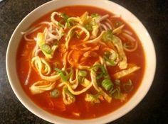 Chinese tomatensoep met omeletreepjes Dutch Recipes, Easy Soup Recipes, Easy Healthy Recipes, Asian Recipes, Vegetarian Recipes, Cooking Recipes, Healthy Food, Hotel Food, Good Food