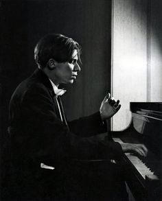 Glenn Gould 1957 - photo Karsh