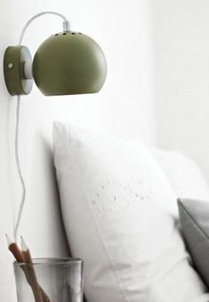 Perfect retro-styled round lamp from Frandsen. The wall lamp is fastened with a magnet, and can be adjusted so that light spread in the desired direction.