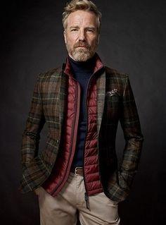 How to wear: red quilted gilet, dark brown plaid wool blazer, black turtleneck, beige chinos Gentleman Mode, Gentleman Style, Sharp Dressed Man, Well Dressed, Fashion Moda, Mens Fashion, Cheap Fashion, Fashion Boots, Style Fashion