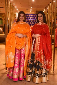 There are many kinds of Silk Dupatta one can have which are in different fabric styles from yarn to weaving styles. The most common kinds are the Banarasi Silk dupattas, Ikat… Indian Wedding Outfits, Indian Outfits, Ethnic Outfits, Wedding Dress, Indian Attire, Indian Ethnic Wear, Ethnic Fashion, Asian Fashion, Diva Fashion
