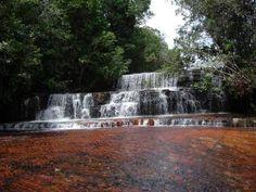 La Quebrada de #Jaspe, es quizás el lugar más famoso y mas popular de La Gran Sabana. Está constituido por un manantial que cae a través de una piedra de jaspe lisa de unos 300 mts de longitud, con un nivel de agua que no sobrepasa los 5 centímetros.