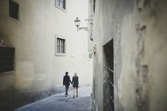 Uffizi Museum Florence engagement shoot | Photo by Stefano Santucci and Lucrezia Cosso | 100 Layer Cake