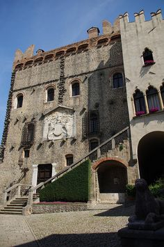 Monselice. Walk from Piazza Mazzini to the top of the Via Sacra. The Castle.