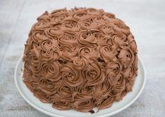 I første episode av «Hele Norge baker» sesong 3 var det den yngste deltakeren som ble kåret til ukens mesterbaker. Signaturoppgaven var å lage en kake der de viste sin personlige bakestil og kreativitet. Her imponerte bakeblogger Fredrik Solbakk Andersen (18) dommerne Pascal Dupuy og Linda Roalstad med sin lekre sjokoladekake med bringebærmousse. Fredrik fikk skryt av dommerne for den fyldige smaken i kaken. De likte også at det var en fin balanse mellom det søte og det syrlige. Følg bloggen…