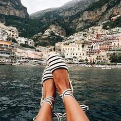 I'll take those espadrilles. And that view, please garance, la mer opale Denim On Denim, Mode Shoes, Women's Shoes, Star Shoes, Platform Shoes, Garance, Mocassins, Amalfi Coast, Mode Style