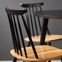 Pinnatuolit pitävät pintansa suosikkituotteissamme. 🖤 Mitä pidät tästä klassisesta mustan ja tammen yhdistelmästä? Malli: Aino pinnatuoli | Sävy: musta ja lakattu tammi | Jälleenmyyjä: Isku #pohjanmaan #pohjanmaankaluste #keittiö #ruokatuoli #ruokapöytä #ruokaryhmä Table And Chairs, Dining Chairs, Dining Table, Malli, Chair Design, Bar Stools, Furniture, Home Decor, Bar Stool Sports